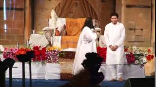 Balasaheb Darade introduced by Sri Sri Ravishankar at Chandrapur Satsang