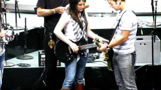 """Nick, Joe, and Kevin perform """"Video Girl"""" with Fans- Philly Soundcheck 7/23/09"""