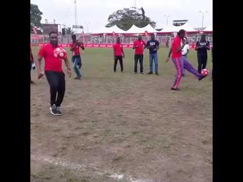 Download #Copacocacolang Jay Jay Okocha dared Kanu Nwankwo in keep ups. See who won the challenge.