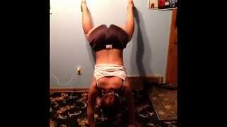asian girl attempt twerking