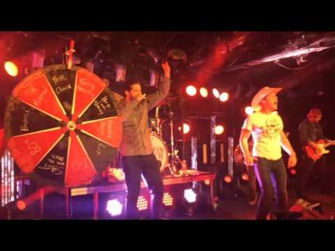 Duncan Keith relief Blackhawks sing karaoke with dustin lynch