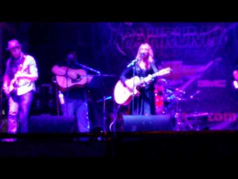 Gina Jones & Country Deluxe