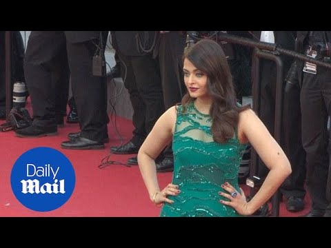 Aishwarya Rai is gorgeous in green at Cannes premiere - Daily Mail