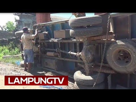 Banyak Truk Terguling di Jalan Rusak Lampung Tengah