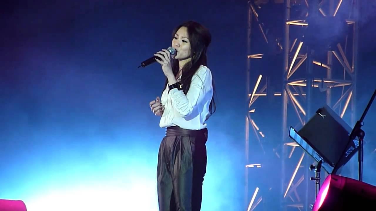 蔡健雅 Live at Green Live Hong Kong 2010 無底洞 - YouTube