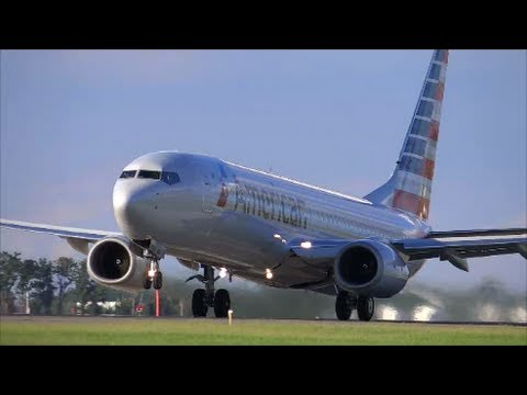 American Airlines 737-800 Take Off