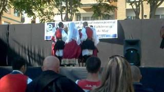 Gruppo folk Santa Maria 'e mare accompagnati dal tenore Su Remediu