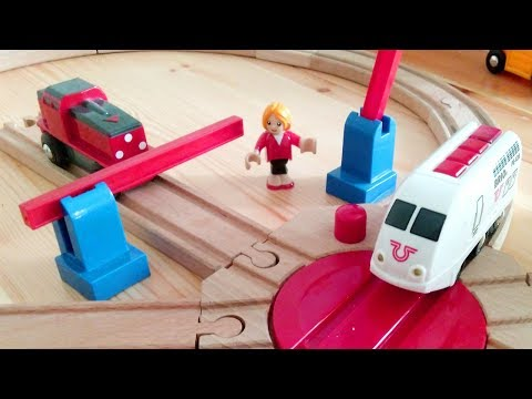 Мультик про поезда и машинки - Регулируем переезд - Мультик игра - Brio Trains video