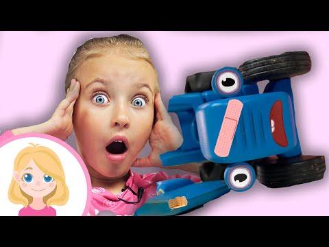 Маленькая Вера чинит Синий Трактор - Как помочь другу в беде - Играем в автосервис