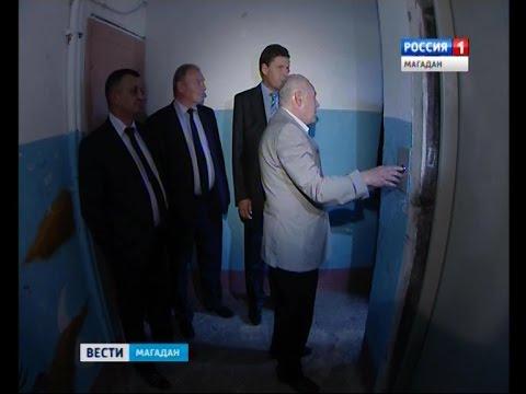 Губернатор Владимир Печеный проинспектировал, как в Магадане ремонтируют лифты