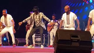 Fally ipupa le Mickaël Jackson africain...démonstration de force @ abidjan...RESPECT.