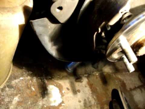 видео: Замена колодок ручника