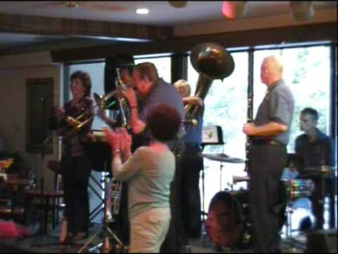 "Coyote Hills Jazz Band ""Bourbon Street Parade"""