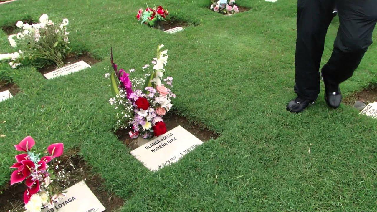 en el cementerio jardines de la paz con mis suegros y mis
