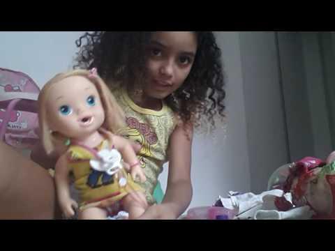 Mostrando as coisinhas das minhas bonecas
