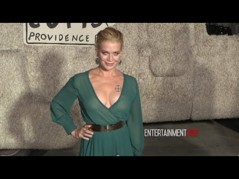 'The Walking Dead' Laurie Holden sizzling hot at Dumb And Dumber To Los Angeles Premiere