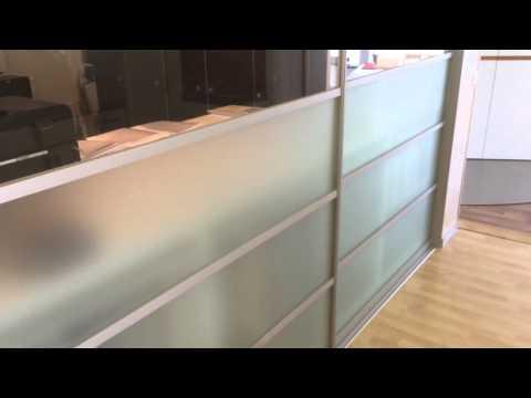 Raumtrenner mit tv lift doovi - Schrank als raumtrenner ...
