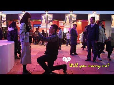 Romantic proposal in Sanlitun, Beijing
