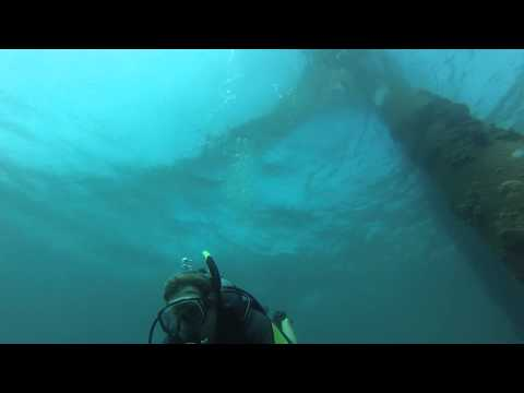 130' boat dock dive - Scuba Aruba 01-2013