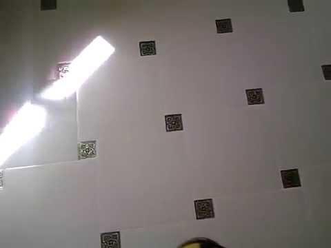 Кухня-пол плитка в шахматном порядке,по диагонали,с декором.