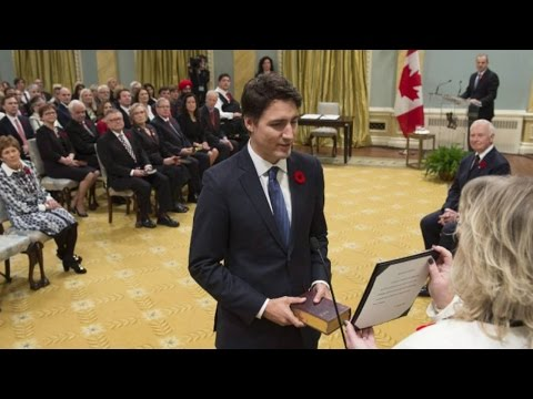 Justin Trudeau takes oath of office