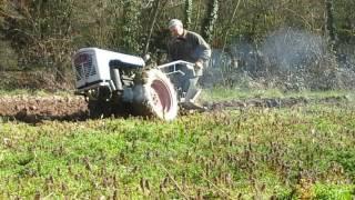 Papa laboure avec sons soberfon diesel 2T moteur sach