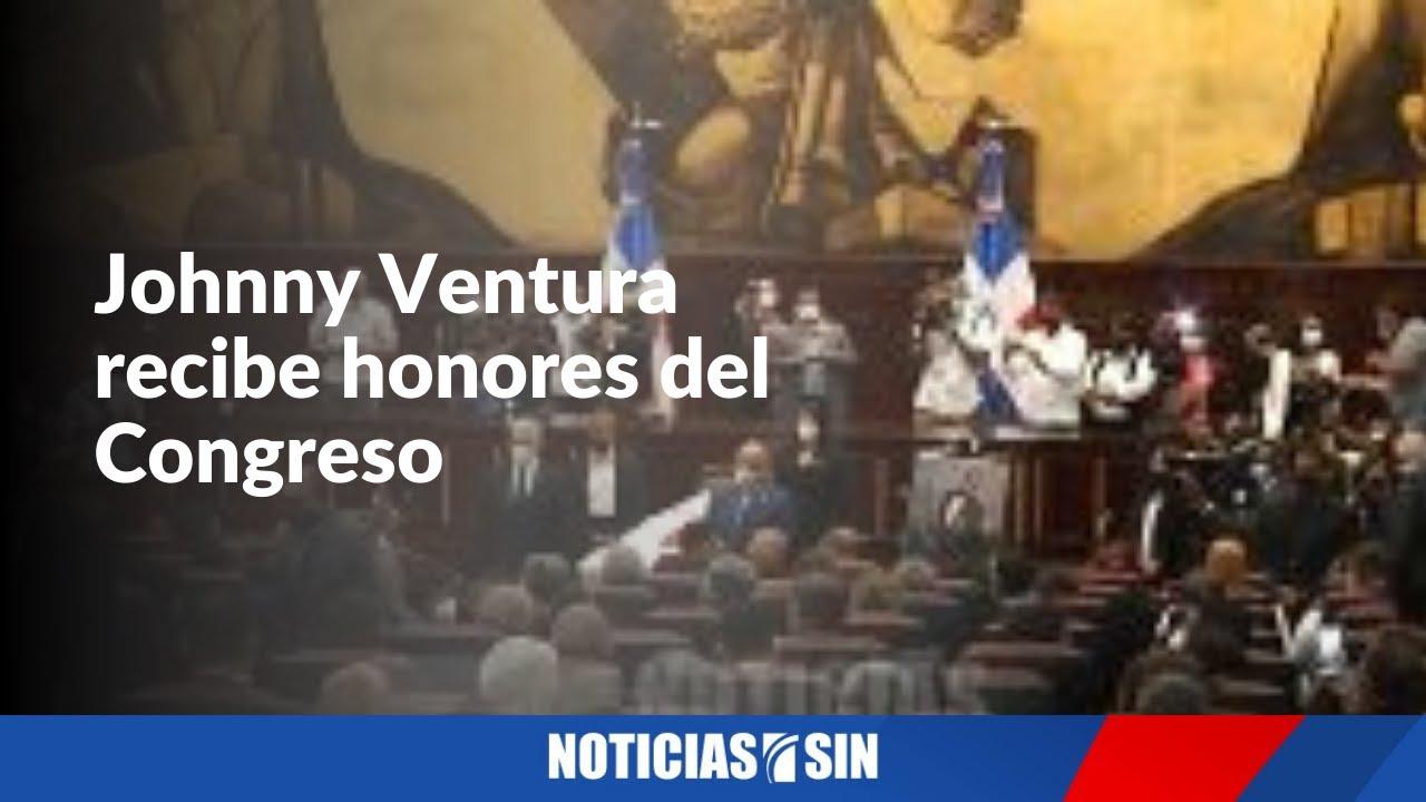 Johnny Ventura recibe honores del Congreso
