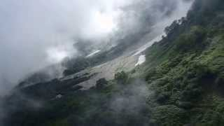猿倉から白馬鑓温泉 霧の杓子沢から眺める風景