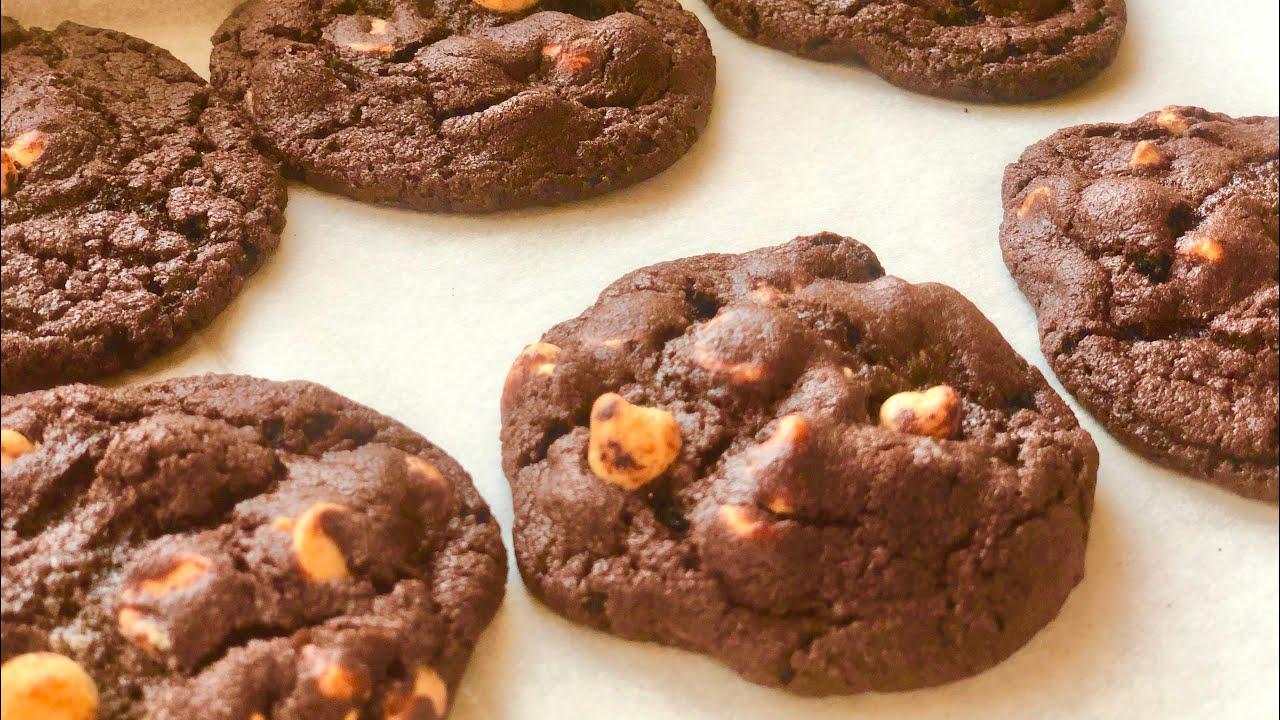 كوكيز براوني   soft and chewy chocolate Reese's peanut butter chip cookie