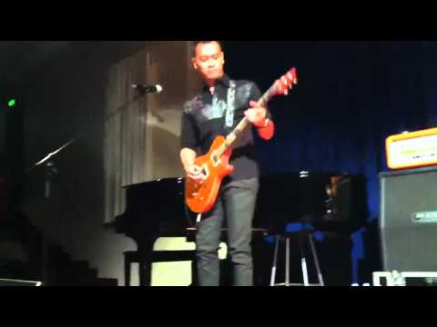 Andra & the Backbone 'Main Hati' di Melbourne 2012