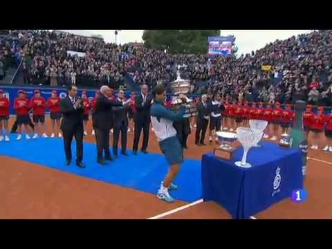 Rafael Nadal wins 2013 Barcelona Open then jumps into swimming pool
