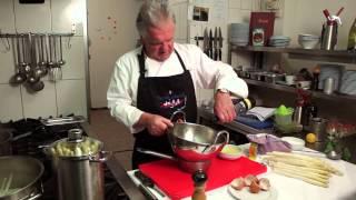 Kochschule: So kocht man Spargel mit Sauce Hollandaise