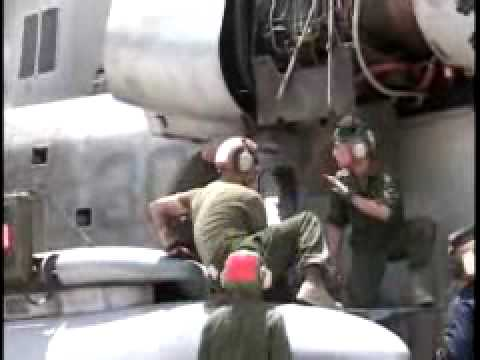 Iraq War: Marine Mechanics Fix Helicopters