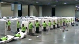 Weltrekord im Matrazen-Domino