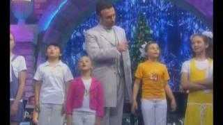 """Новогоднее Оливье-шоу 2010  детский хор """"Учат в школе"""""""