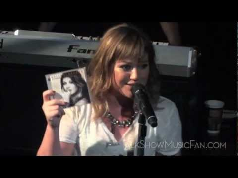 Kelly Clarkson What Doesnt Kill You Stronger  10192011