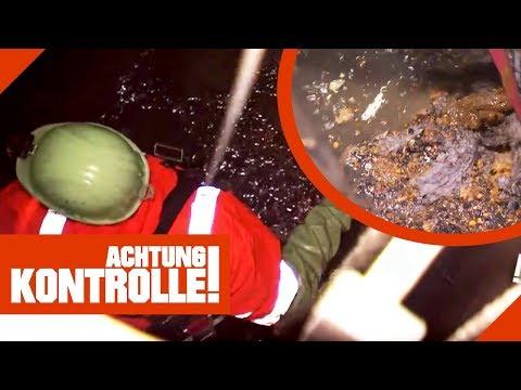Lecker! Die Kanalarbeiter steigen in die Sch**** und reinigen!    Achtung Kontrolle   kabel eins