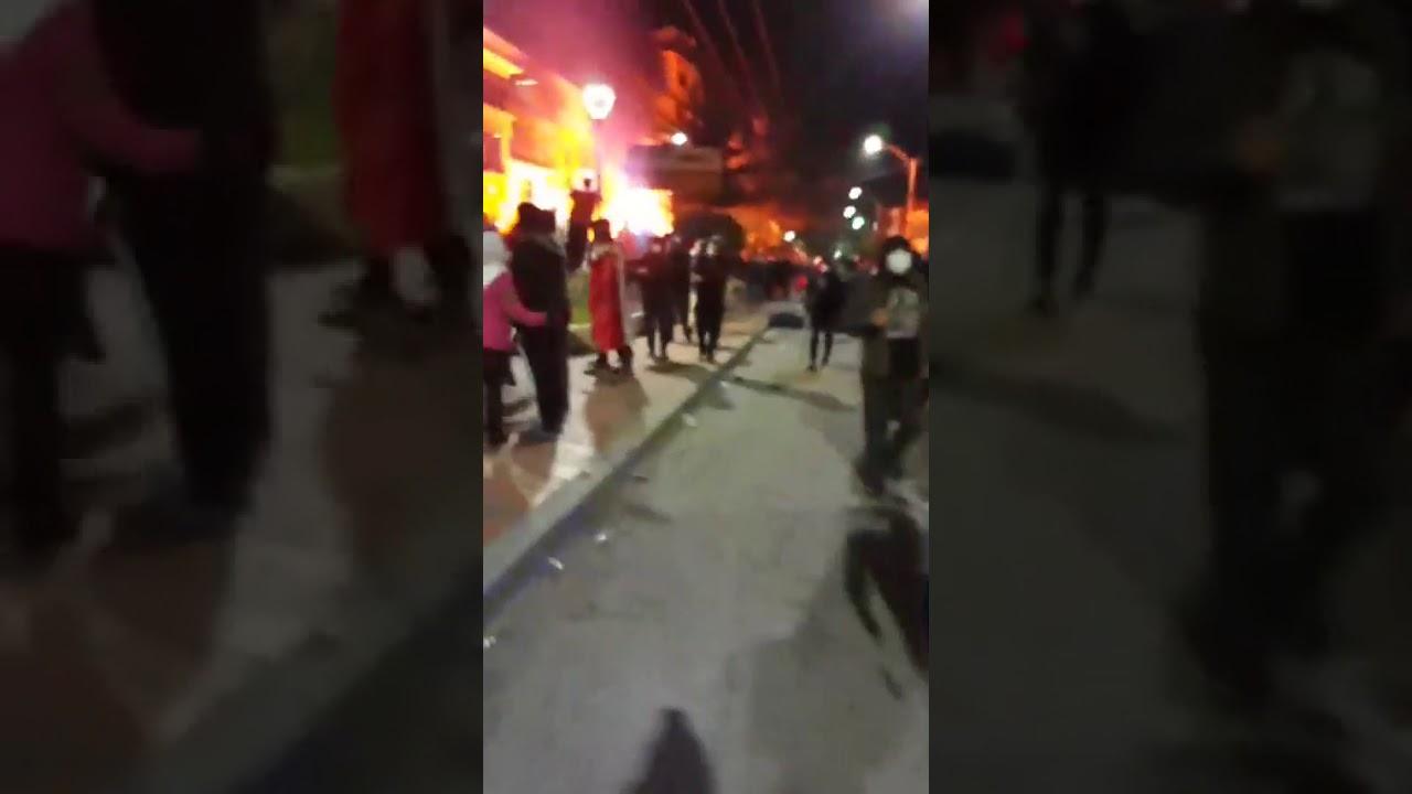 así queman los ciudadanos potosinos la corte departamental electoral de Potosí Bolivia