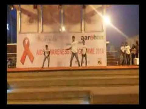Spreading Aids Awareness: Flash Mob at Select City Walk, Delhi