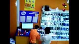 Падение витрины с телефонами в ДНС / Fall showcases a phone in the store