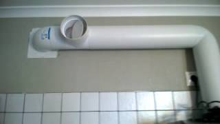 видео Вытяжка в туалет с вентилятором: советы и особенности