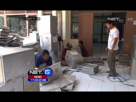 NET17-KPU Semarang Rakit Kotak Suara Dan Bilik Suara Bekas Pemilu 2009