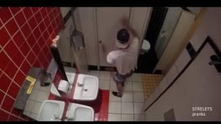 Пранк: Блюет на руку в туалете