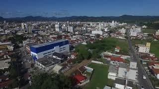 Da Igreja Matriz, giro (drone) à esquerda na Cidade até o ANGLO