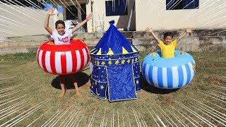 Brincando de TROMBA TROMBA com brinquedo inflável | Children playing in inflatable toy