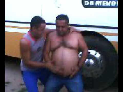 MADURO GORDO EN BAR   Doovi