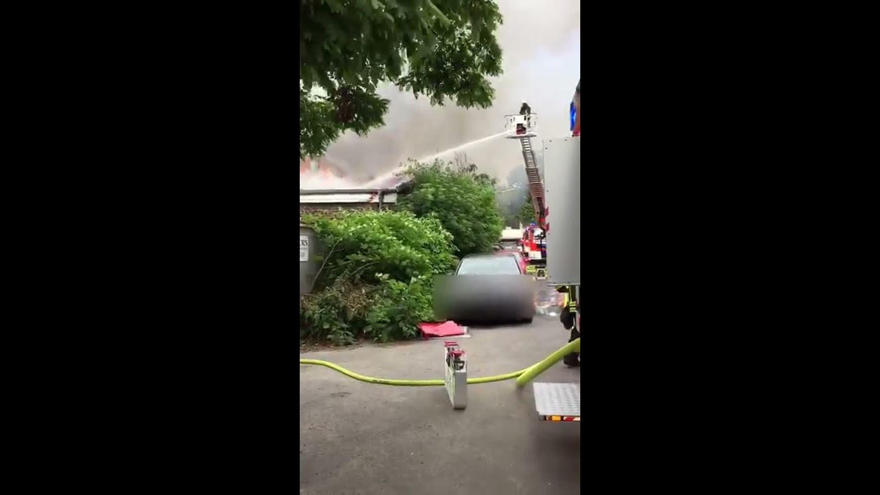 Köln Zollstock Schreinerei Brennt Bei Großbrand Komplett Aus Youtube