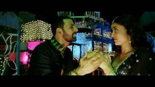kareena kapoor  showing boobs cleavage http://undn.org no 1 india desi forum join us!!