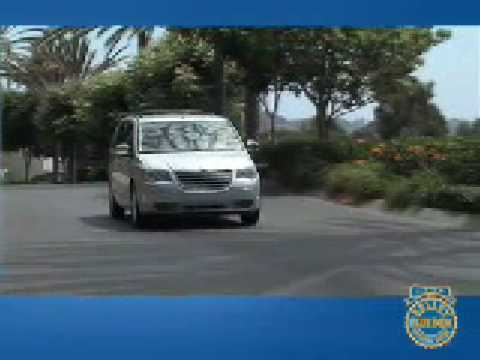 2008 Chrysler Town & Country Review - Kelley Blue Book