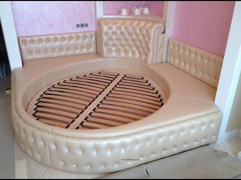 Современная спальня с двуспальной кроватью